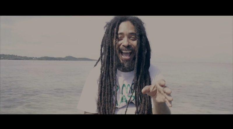 ici l'artiste reggae Straika D